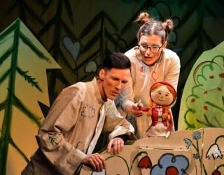 """Interneta tiešraidē būs skatāma Liepājas Leļļu teātra izrāde """"Sarkangalvīte"""" gan latviešu, gan krievu valodā"""