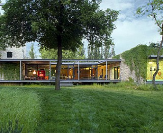 Foto: Modernās un neparastās stikla mājas Polijā
