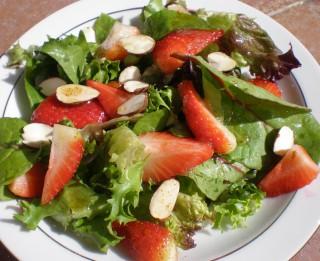 5 dažādi neparasti augļu salāti