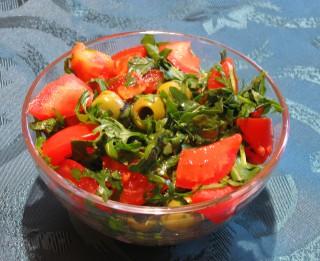 Salāti ar garnelēm un tomātiem
