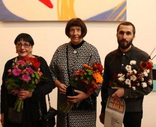 """""""Mākslas akadēmijas balva 2016"""" pasniegta Helēnai Heinrihsonei, Mārai Lācei un Reinim Dzudzilo"""