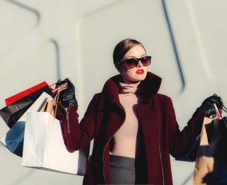 Cik izdevīgi ir pirkt apģērbu internetā?