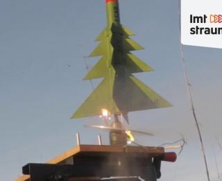 Video: Pirmo reizi Latvijā palaista raķete - eglīte