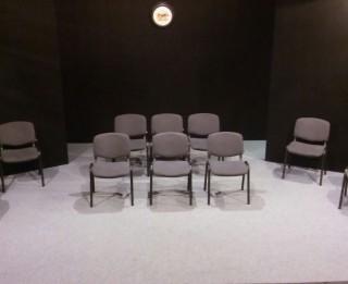 """Lugas """"Ķīlnieki"""" iestudējums Dramaturgu teātrī"""