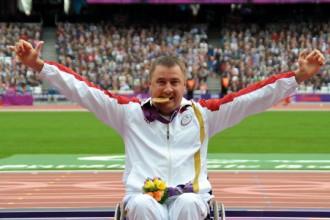 Apinis ar sezonas rekordu izcīna Eiropas zeltu, triumfs arī Silovam
