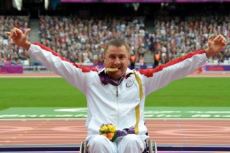 Apinis ar sezonas rekordu izcīna Eiropas zeltu