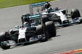 """""""Mercedes"""" soda Rosbergu par avārijas izraisīšanu ar Hamiltonu"""