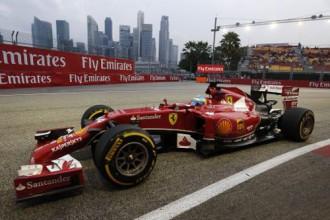 Alonso un Hamiltons ātrākie Singapūras treniņbraucienos