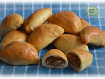 Fotorecepte: pīrādziņi ar kāpostu pildījumu