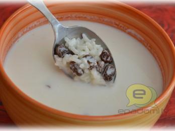 Fotorecepte: rīsu piena zupa ar rozīnēm