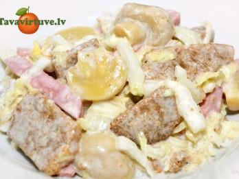 Fotorecepte: Salāti ar sausiņiem un ķīnas kāpostiem