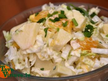 Foto: Salāti ar ķīnas kāpostu un augļiem