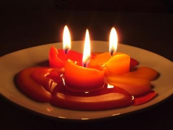 Svece un aromātiskā eļļa atbilstoši horoskopam