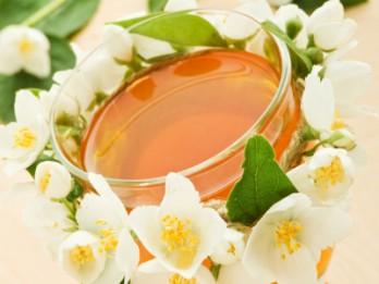 Jasmīnu ziedu dzēriens