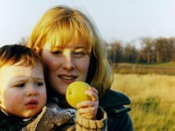 Dzirksts. Mātes stāsts par audzināšanu, ģenialitāti un autismu