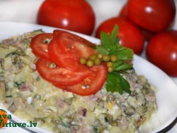 Dārzeņu salāti ar kūpinātu vistu