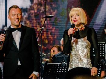 """Video: Laima Vaikule duetā ar Jāni Stībeli ieraksta Paula dziesmu """"Bez vārdiem"""""""