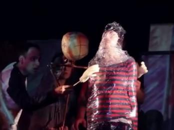 """Video: Leļļu teātrī iestudē """"Romeo un Džuljeta"""" pieaugušajiem un pusaudžiem"""
