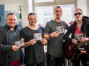 """Grupa """"LĪVI"""" atzīmē jaunā albuma izdošanu un aicina uz koncertiem"""