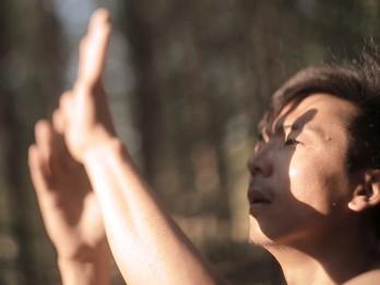 """Video: Imants Daksis savā  jubilejā dāvina Latvijai dziesmu """"Pasaules gaisma"""""""
