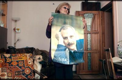 """No 28. oktobra kinoteātros sāk izrādīt  Vitālija Manska dokumentālo filmu """"Radinieki"""""""