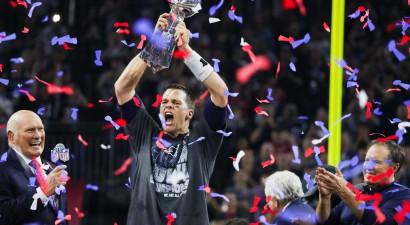 """""""Patriots"""" ar Breidiju priekšgalā neticami atspēlējas un triumfē """"Super Bowl"""""""