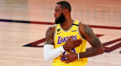 "NBA superzvaigzne Lebrons Džeimss pagarina līgumu ar čempioni ""Lakers"""