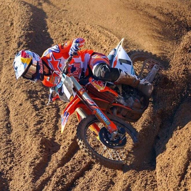 """Jonass uzvar Anglijas """"Hawkstone International"""" motokrosā"""