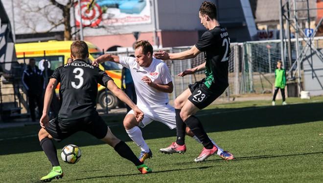 """Višņakovam trīs vārti, """"Spartaks"""" pēc ātri ielaistiem vārtiem uzvar Valmieru"""