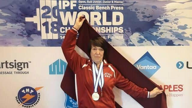 Vecmāmiņa no Latvijas sasniedz Eiropas rekordu pauerliftingā