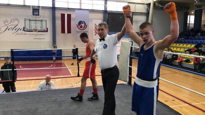 Bokseris Gorbunovs zaudē Eiropas skolēnu čempionāta pirmajā cīņā