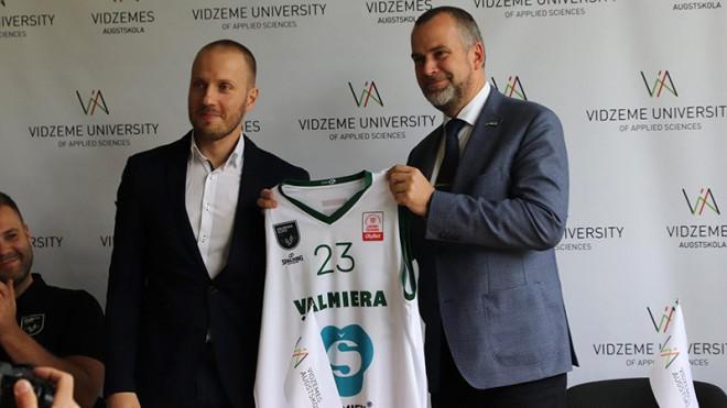 """""""Valmiera Glass/ViA"""" pirmais mērķis - izveidot sakārtotu basketbola piramīdu"""