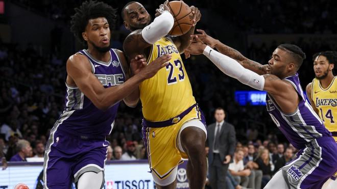 """Lebrons ar 18 punktiem palīdz """"Lakers"""" uzvarēt """"Kings"""""""