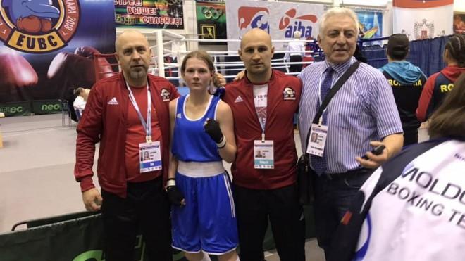 Boksere Siļķe iekļūst Eiropas junioru čempionāta pusfinālā