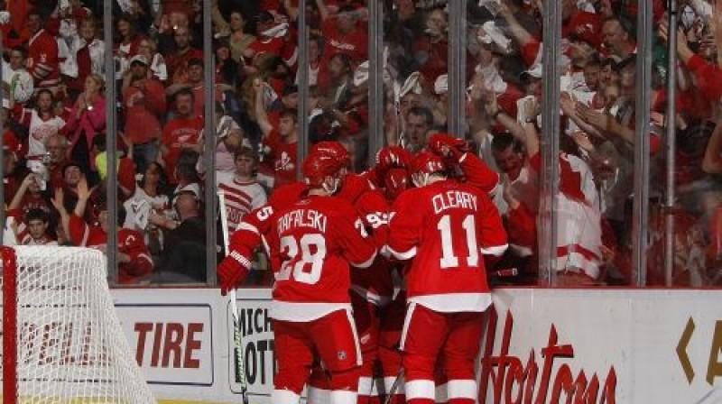 """""""Red Wings"""" hokejisti atzīmē vārtu guvumu Foto: AFP"""