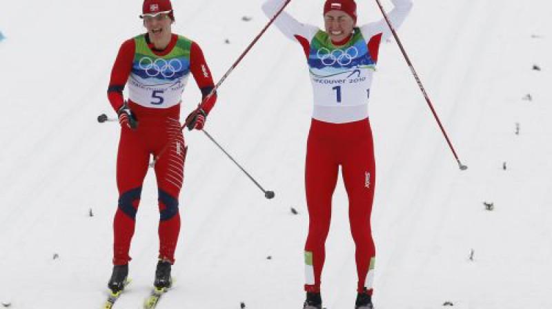 Justina Kovaļčika finišā apsteidz Maritu Bjergenu Foto: AFP/Scanpix