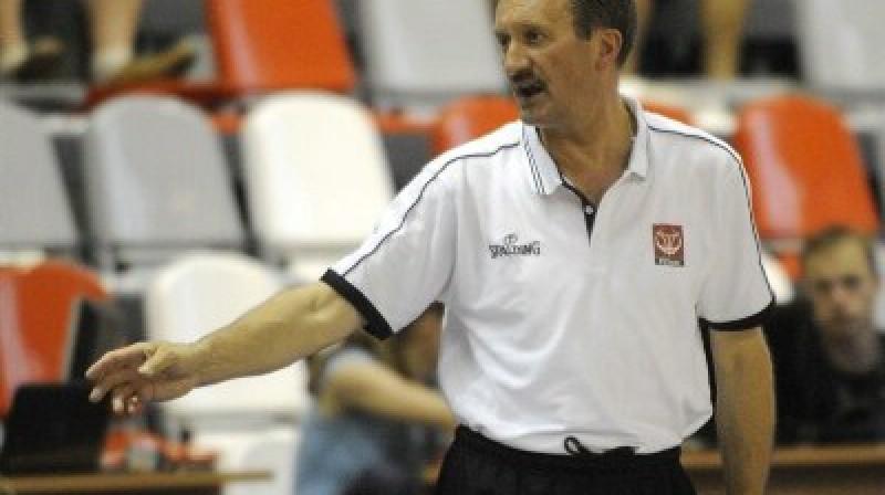 Polijas treneris Ježijs Šambelans ar saviem puišiem šodien uzvarēja vareno Krieviju Foto: FIBA