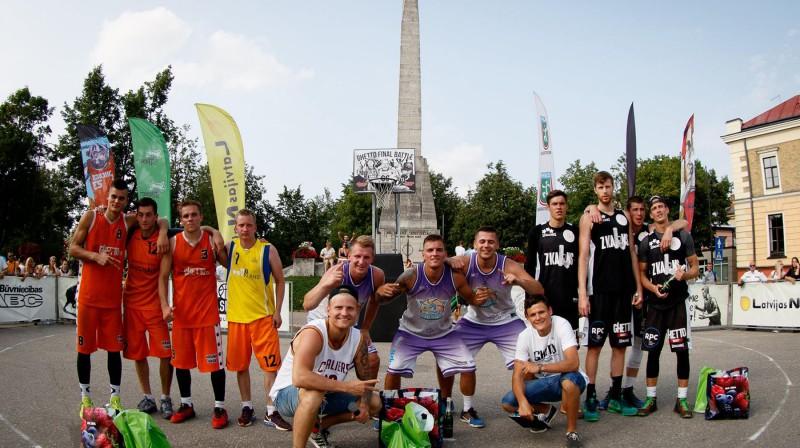 """2016. gada Cēsu """"Ghetto Basket"""" labākās 3x3 basketbola komandas Publicitātes foto"""