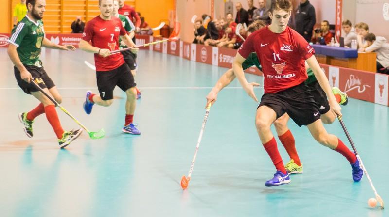 """Arnijs Kuratņiks savā debijas sezonā """"FBK Valmiera"""" rindās pieteicis sevi kā vienu no līderiem Foto: Floorball.lv"""