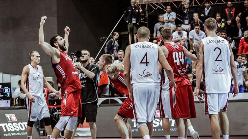 Poļi līksmo - latviešiem viela pārdomām Foto: FIBA