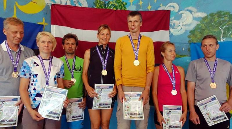 Guntars Mankus un Irita Puķīte (centrā) Foto: Latvijas Orientēšanās federācija