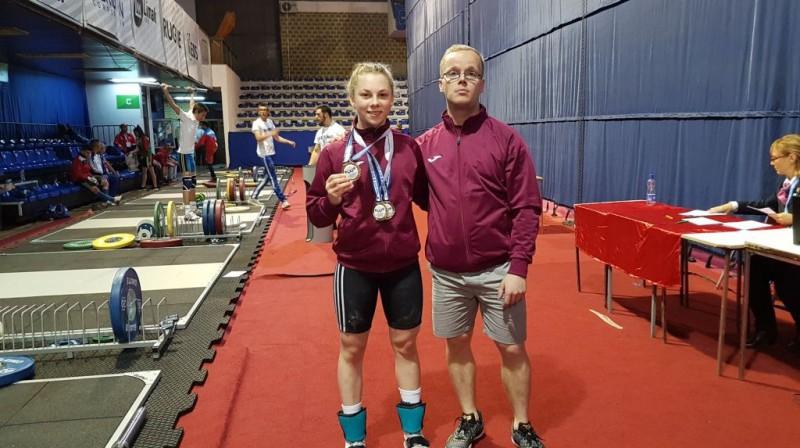 Daniela Ivanova ar treneri Ulvi Bērzonu. Foto: Latvijas Svarcelšanas federācija