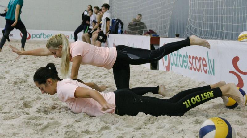 Anastasija Kravčenoka un Darja Aleksejeva. Foto: Emīls Eihmanis, Latvijas Augstskolu sporta savienība
