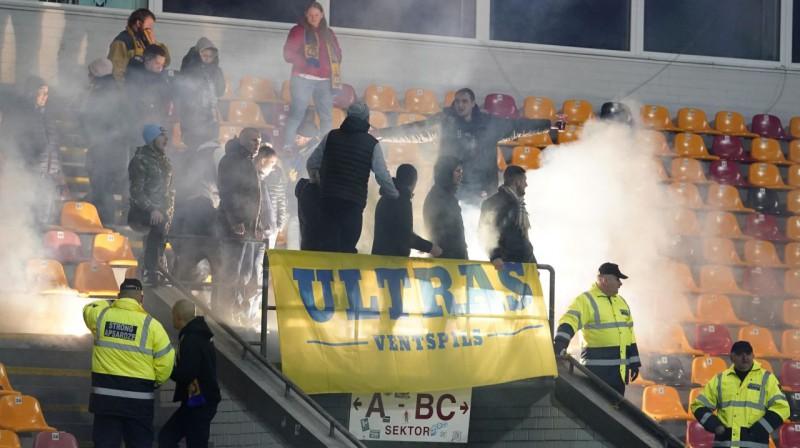 """""""Ventspils"""" ultras spēlē pret """"Riga"""", Foto: Romāns Kokšarovs, Sporta Avīze, f64"""