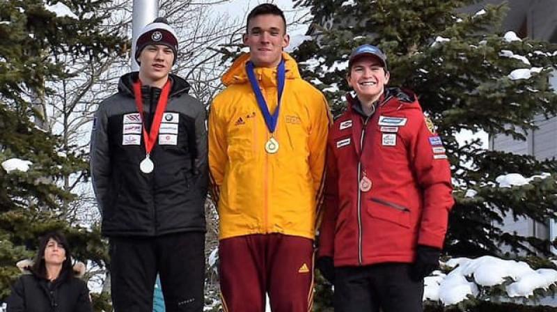 Gints Bērziņš (pa labi) uz junioru Pasaules kausa goda pjedestāla. Foto: Jill Cardinale Segger