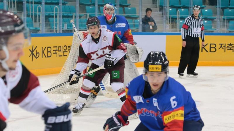 Latvijas hokeja izlase Dienvidkorejā. Foto: www.lhf.lv