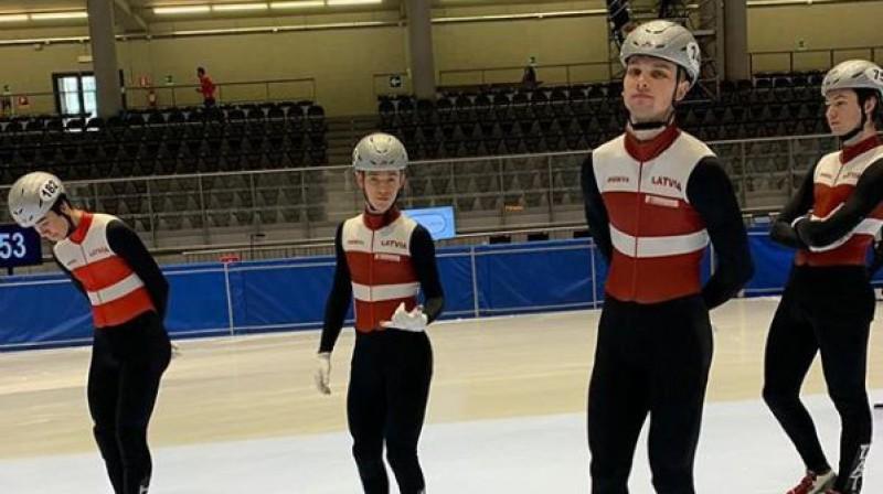 Roberts Krūzbergs (no kreisās), Reinis Bērziņš, Endijs Vīgants, Kārlis Krūzbergs. Foto: Shorttrack Team Latvia