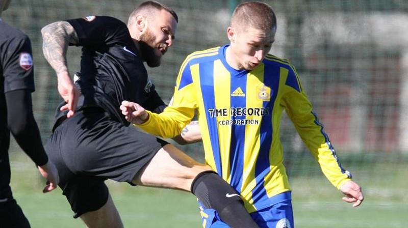 Edgars Gauračs un Vitālijs Rečickis jaunajā sezonā pielaikos vienādus formastērpus. Foto: FK Ventspils