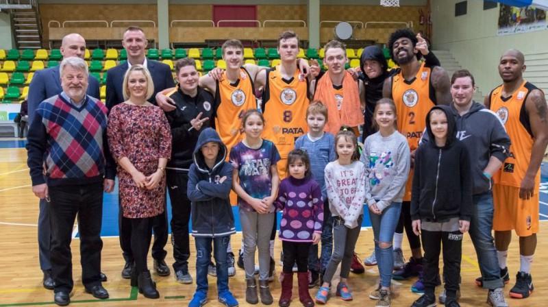 """""""Jēkabpils"""" komanda atzīmē sezonas beigas. Foto: bkjekabpils.lv"""