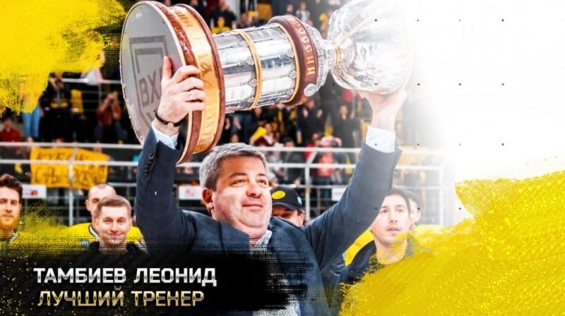 Leonīds Tambijevs ar Petrova kausu. Foto: vhlru.ru